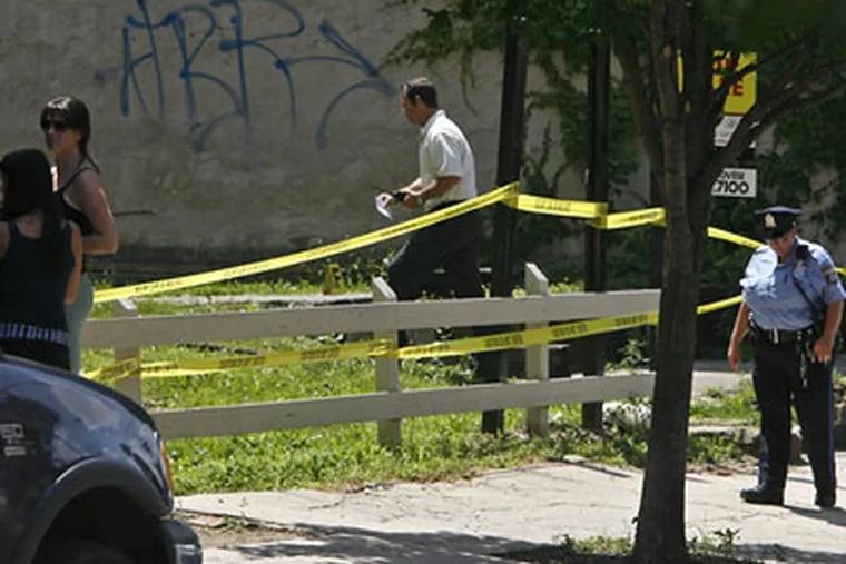 Philadelphia police investigate the lot on Girard Avenue near Orianna Street where the nude body of a young woman was found Wednesday morning. (Alejandro A. Alvarez / Staff Photographer)