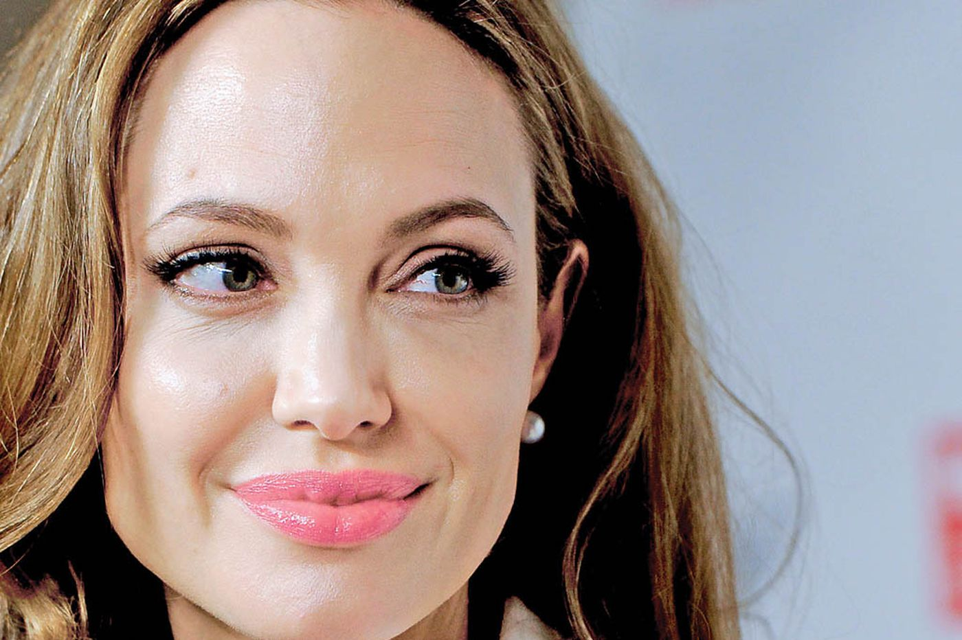 Japan nationalists not singing 'For He's a Jolie Good Fellow'