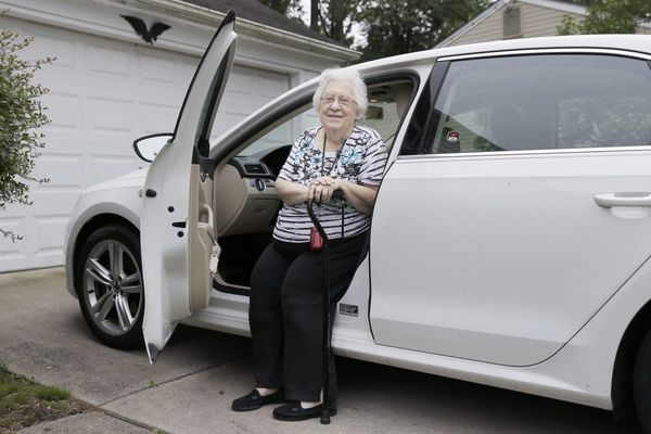Driving while aging: How can she make her mother give up the keys?