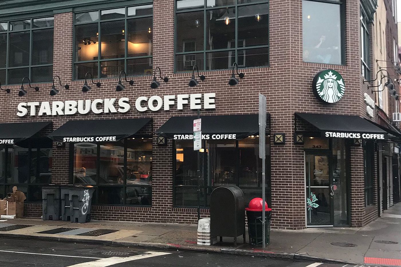 Starbucks on South Street, one of the first in the region, to close