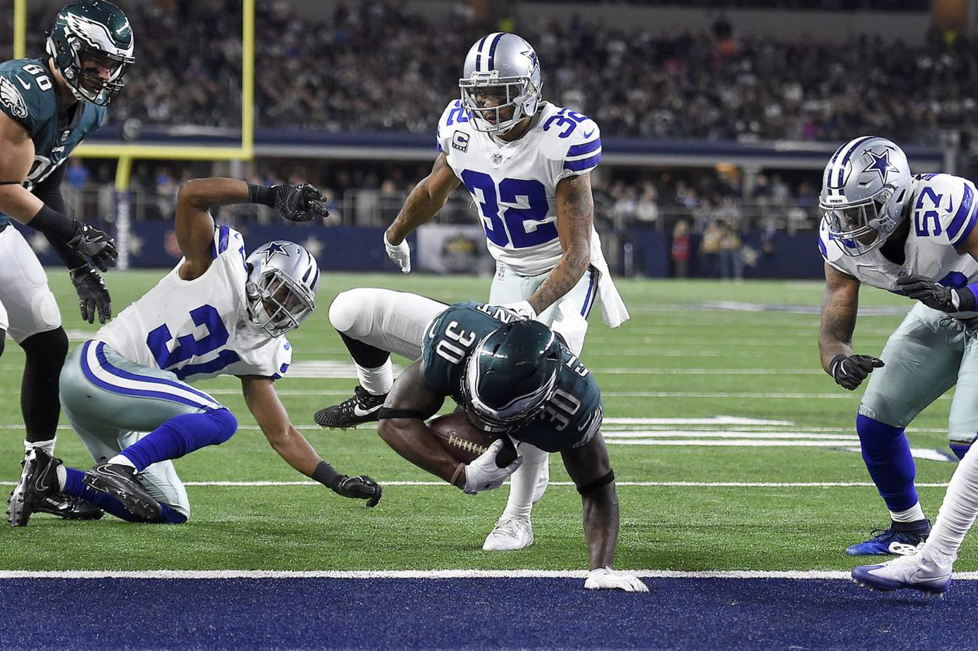 Eagles' conversions vs. Dallas might kick-start debate on going for two