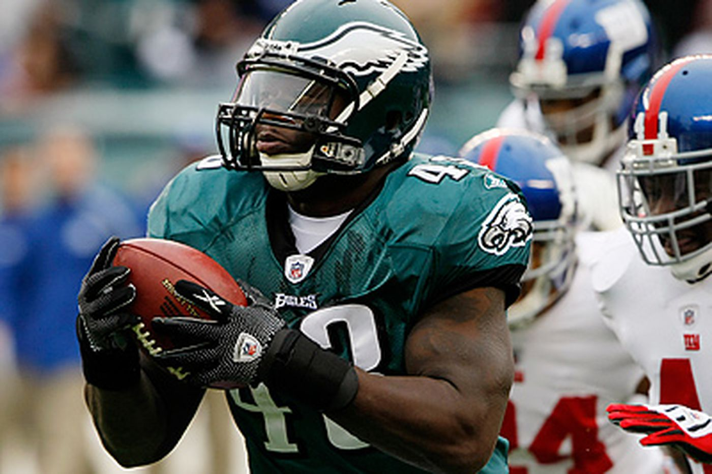 Weaver gets 3-year deal with Eagles; Witherspoon cut