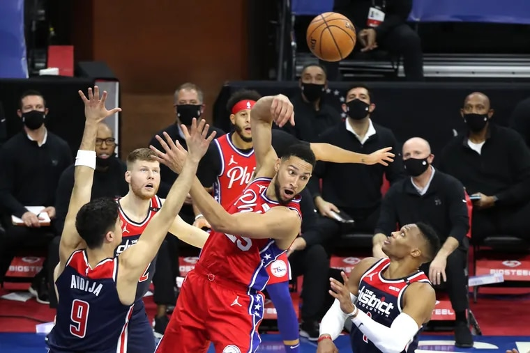 Ben Simmons, center, of the Sixers threw a hook pass to a teammate after driving the lane against the Washington Wizards on Dec. 23.
