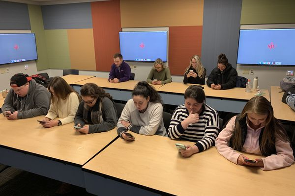 These Philly-area college students gave up their phones. They discovered an addiction. | Maria Panaritis