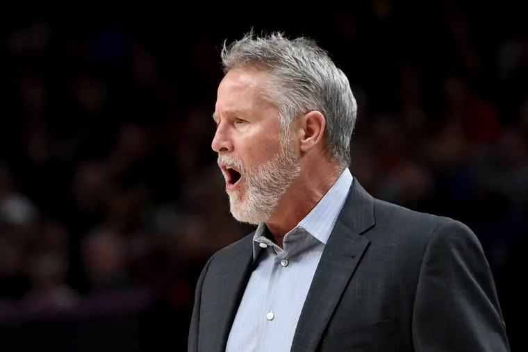 Brett Brown yells to his team during the Sixers' loss to the Trail Blazers on Sunday night.