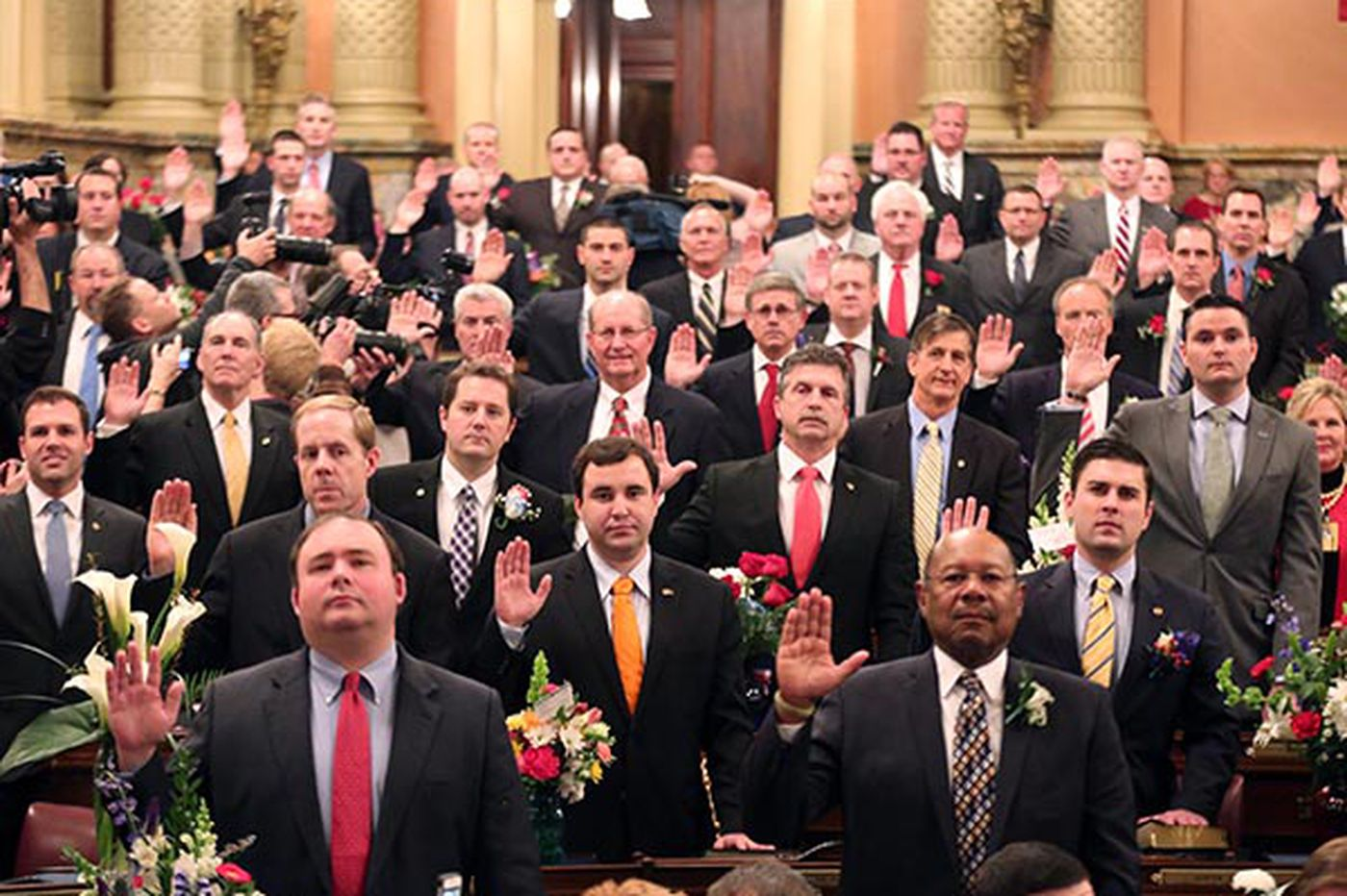 Lawmakers take oaths as Pa. legislature opens