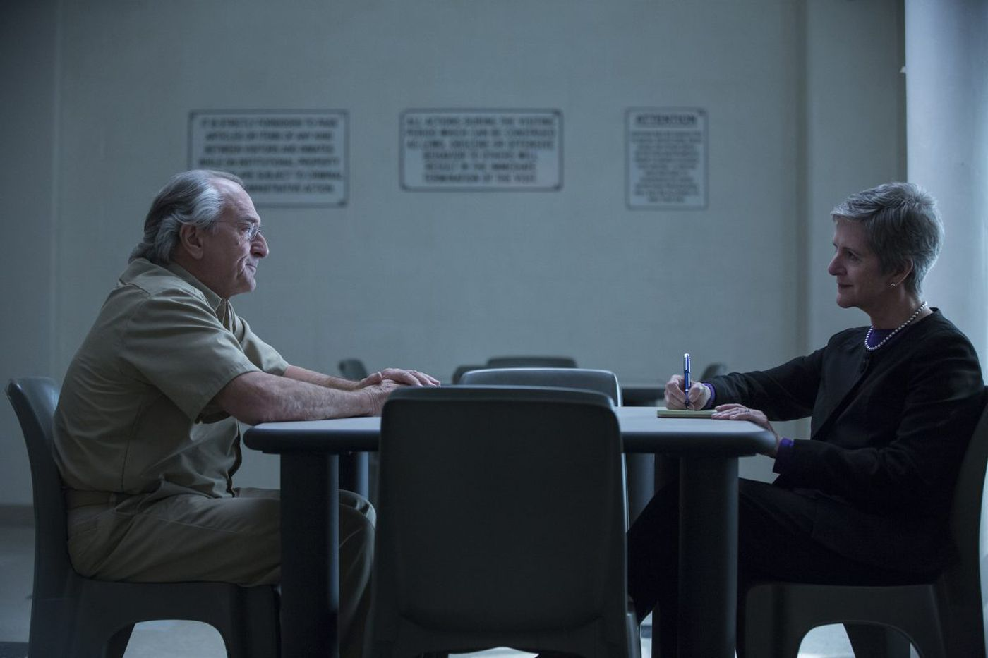 In 'Wizard of Lies,' De Niro faces reporter who grilled Madoff