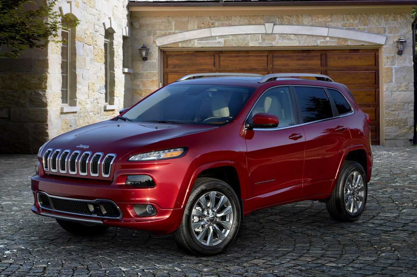 Jeep Cherokee offers rugged, old style in a small SUV