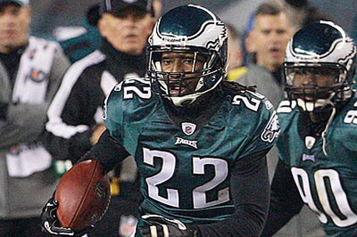 Eagles Notes: Eagles' Samuel misses practice with sore knee