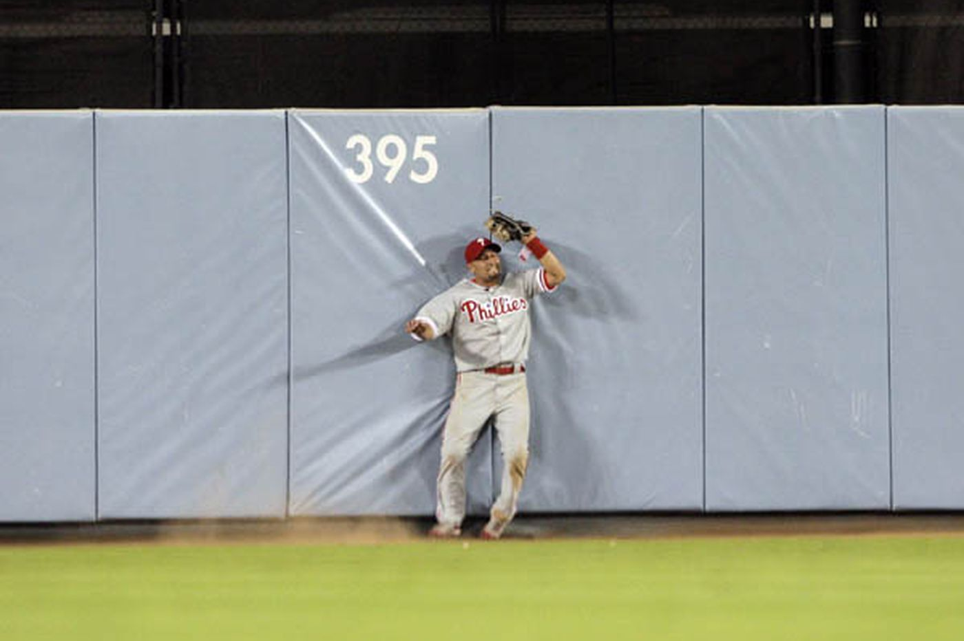 Shane Victorino gives Phillies' Odubel Herrera some advice: 'Bring it. Every day. Every game. Every pitch.'