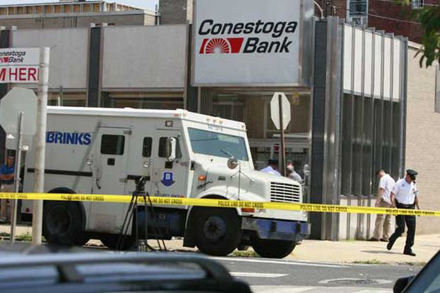 Motorists nab cash spilled by armored truck in NJ, causing crashes