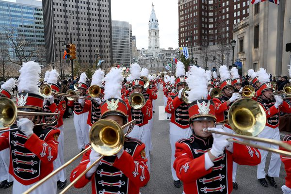 High winds no match for crowd at 2019 Philadelphia Thanksgiving Day parade