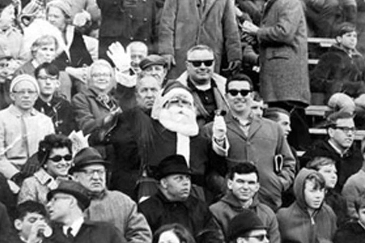 Frank Olivo, 66, substitute Santa hit with snowballs at Eagles game