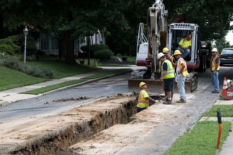 Aqua workers rebuild a water main in Upper Darby township recently. The company announced Monday it was acquiring the wastewater system of East Norriton Township in Montgomery County.