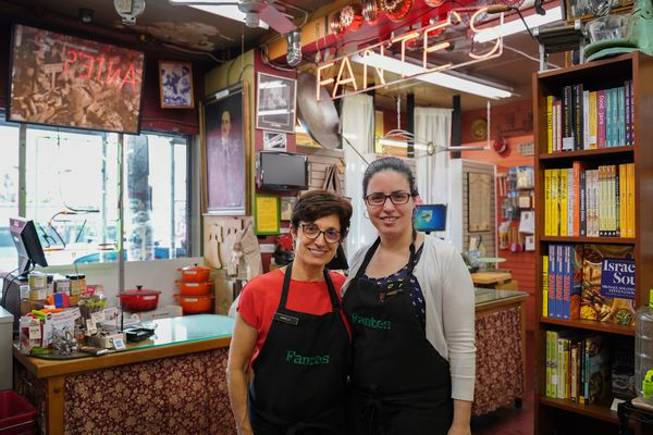Two-day shipping or 113 years of experience? How an Italian Market kitchen shop plans to outwit Amazon.