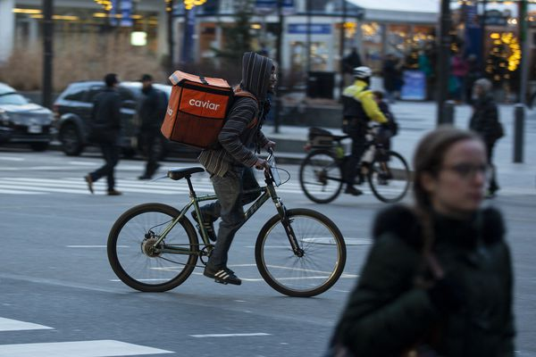 Restaurants and customers are getting caught in a food-delivery war