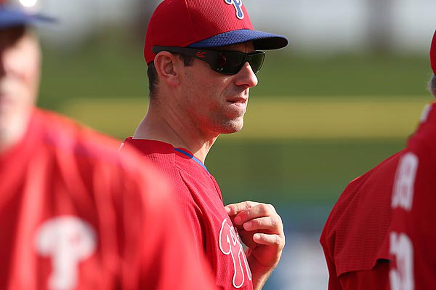 Phillies' Lee wants to proceed slowly, not eyeing surgery yet