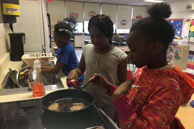Cooking teachers and students both learning lessons