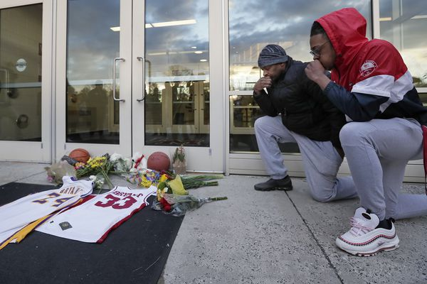 Philadelphia mourns Kobe Bryant's death: 'We lost another one of our own'