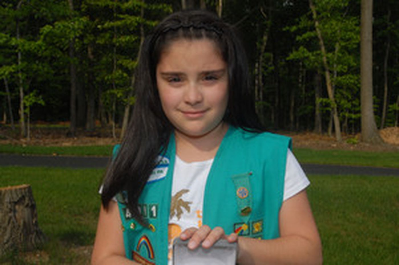 She warned neighbors about a fire menacing their home. Special award for a girl, 10, who put duty above fear