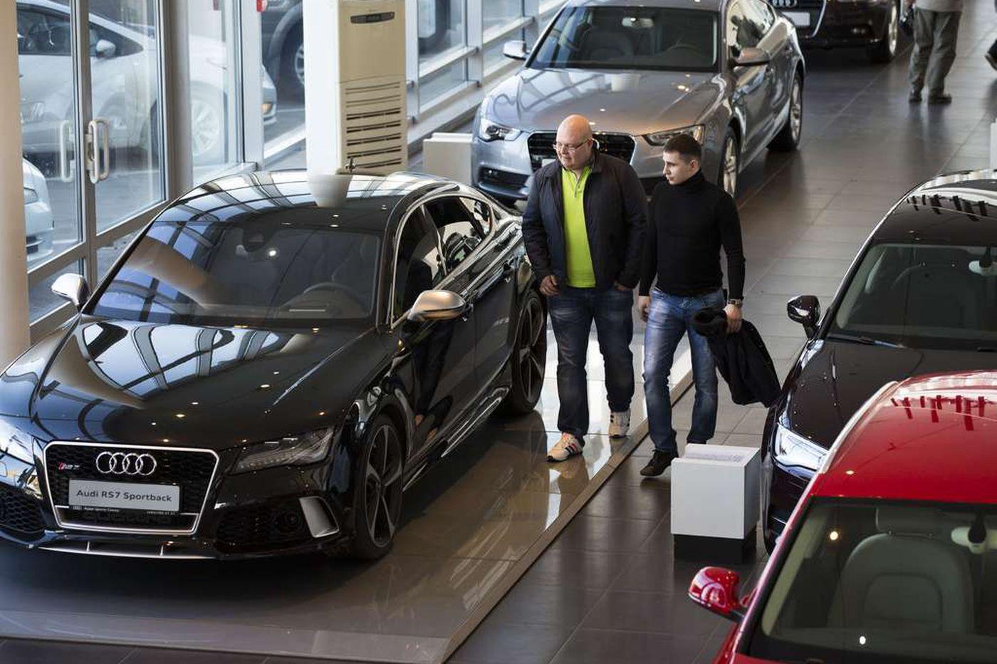 Russian economy puts big dent in auto sales
