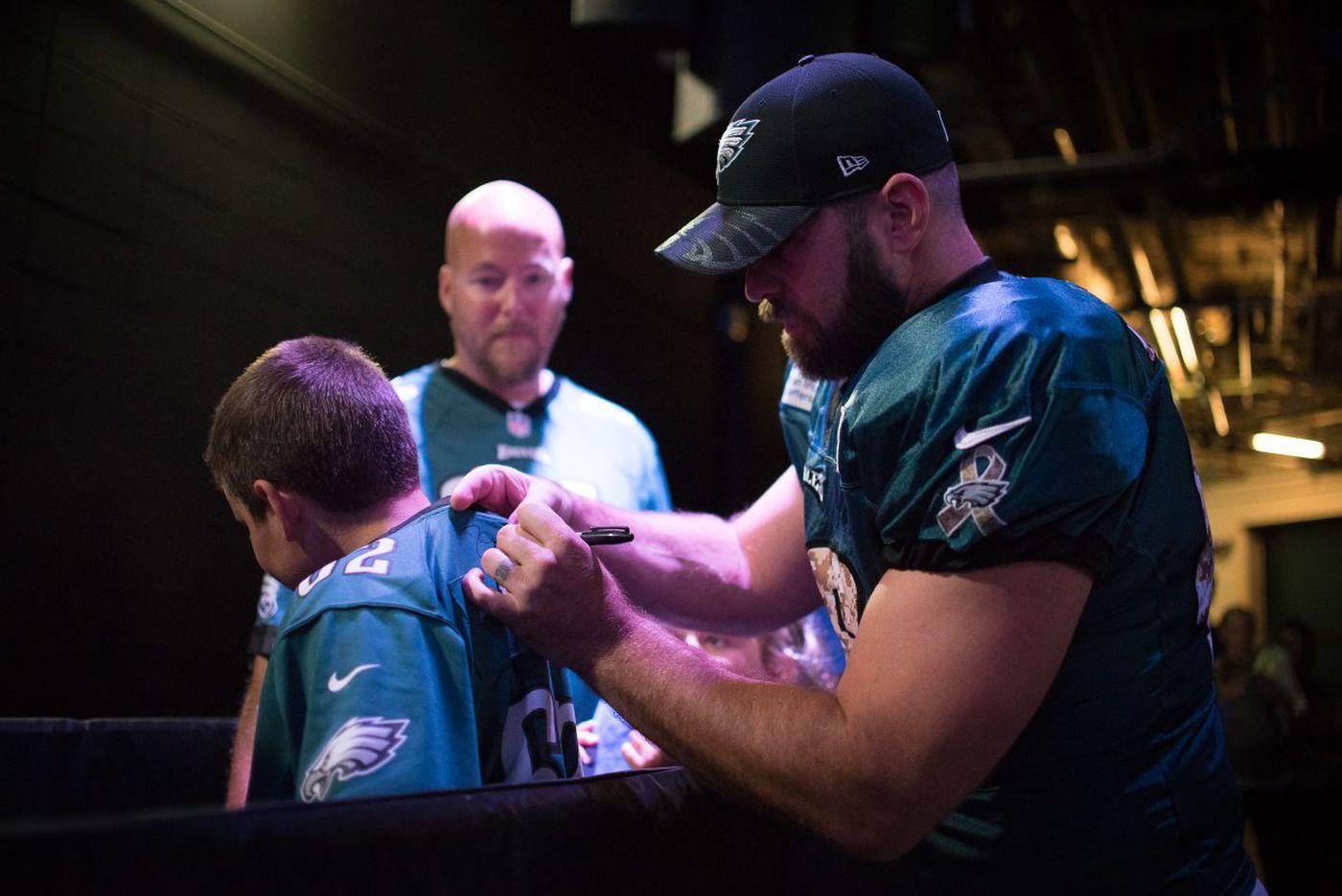 Eagles trade popular long snapper Jon Dorenbos to Saints for draft pick