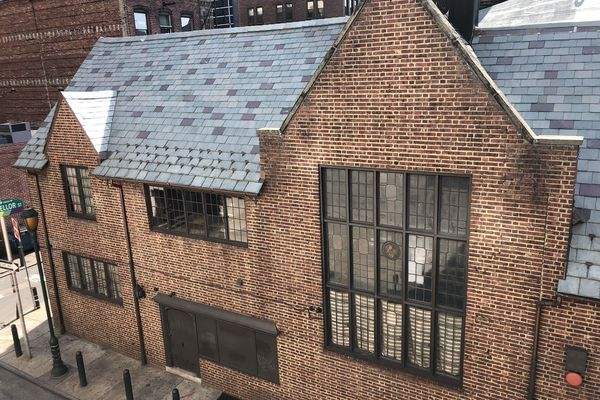 Horses, architects, and drag queens: Handsome alley building was a home to them all | Inga Saffron