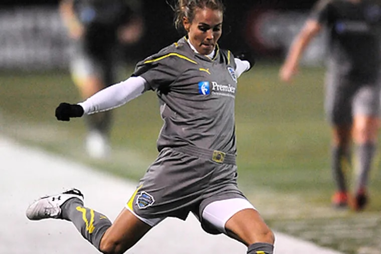 Heather Mitts and the Independence will play their third consecutive road game on Sunday. (Clem Murray /Staff Photographer)