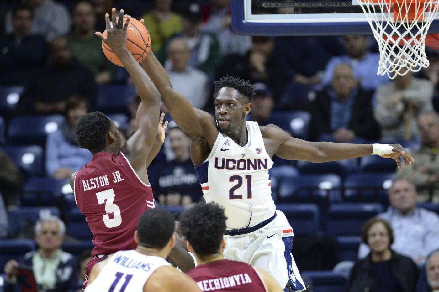 Temple's second-half struggles lead to loss at UConn