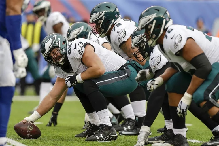 Eagles center Jason Kelce prepares to snap the football against the New York Giants on Sunday, December 17, 2017.