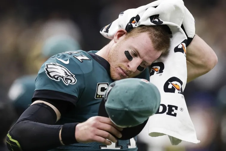 Eagles quarterback Carson Wentz wipes his head with a towel after throwing a first-quarter interception to the New Orleans Saints on Sunday, November 18, 2018 in New Orleans. YONG KIM / Staff Photographer