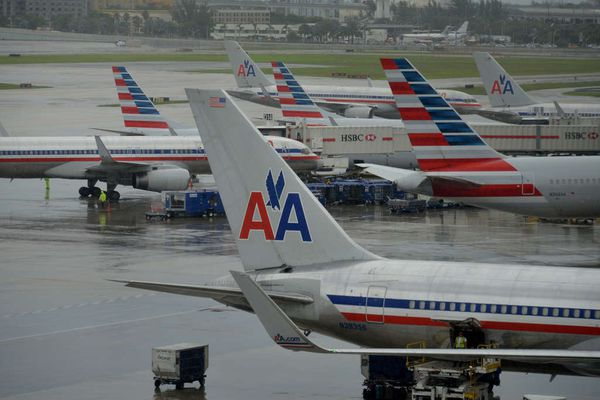 More American Airlines pilots say their uniforms are causing health problems, unsealed lawsuit says