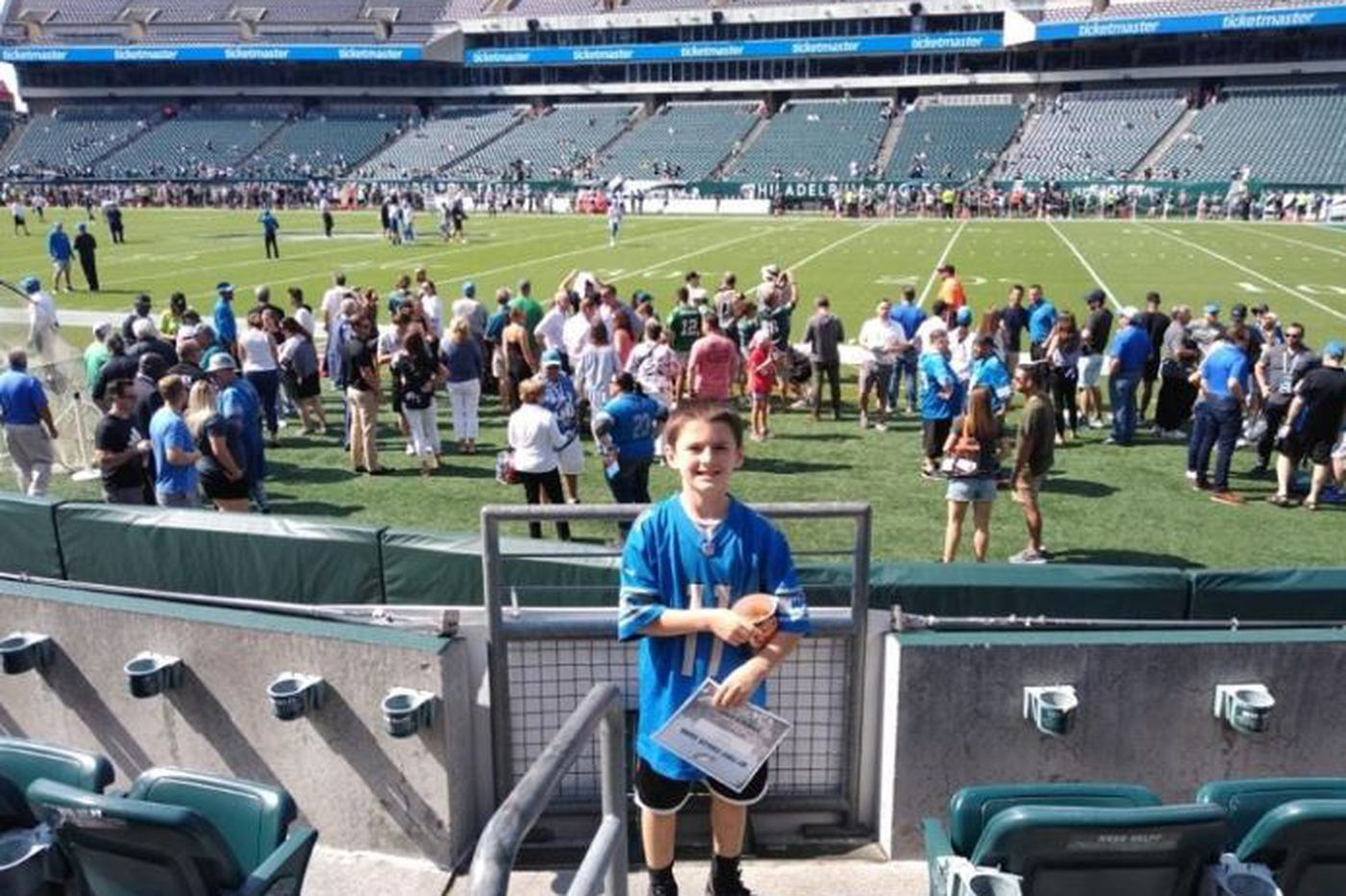 A Philly server got a $400 tip from a Detroit fan to buy her son Eagles-Lions tickets