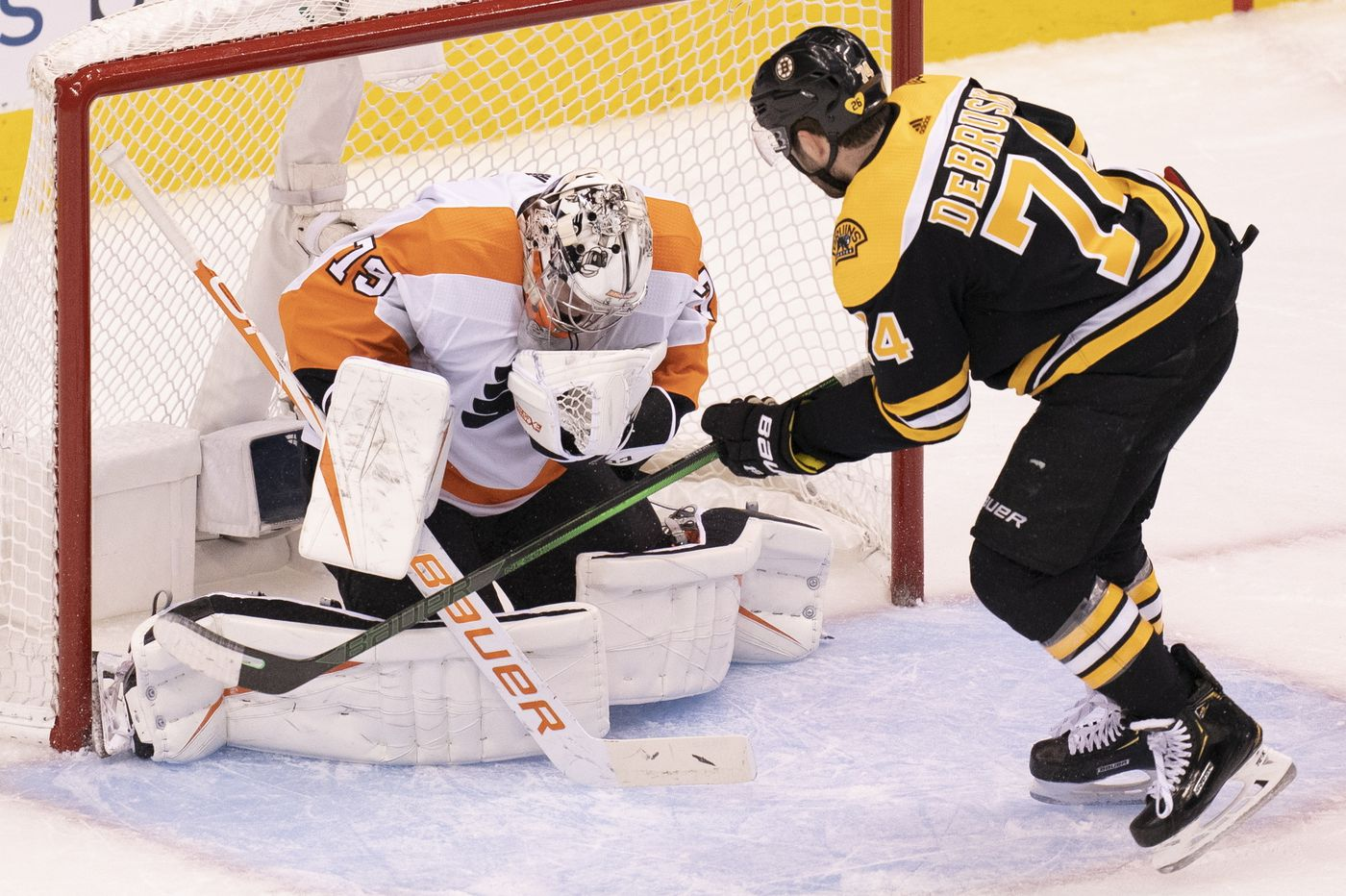 Flyers restart season by jolting NHL-best Bruins, 4-1, in round-robin opener
