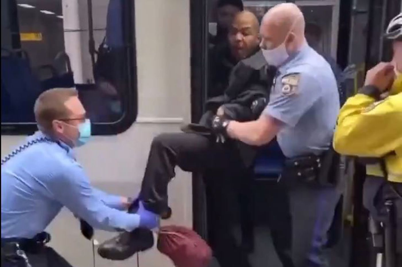 After a viral video shows a man being dragged off a bus, SEPTA reverses its coronavirus face mask requirement