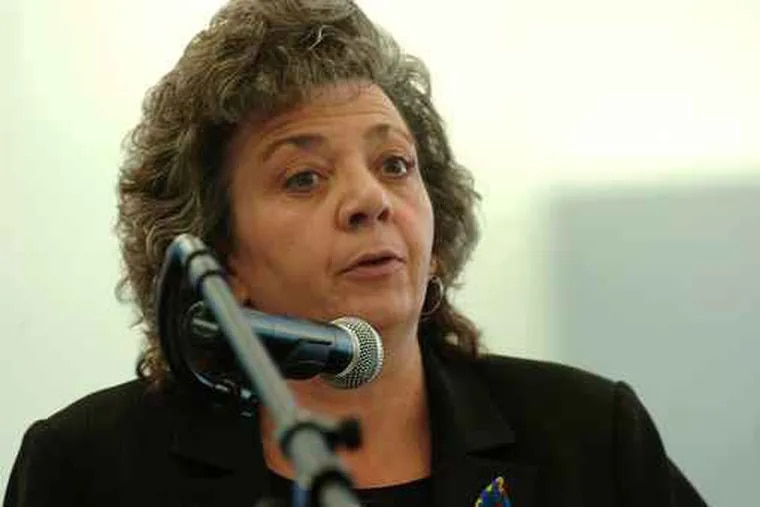 In this 2008 file photo, Rosemary DiLacqua testifies in front of the School Reform Commission. (Sharon Gekoski-Kimmel / Inquirer)