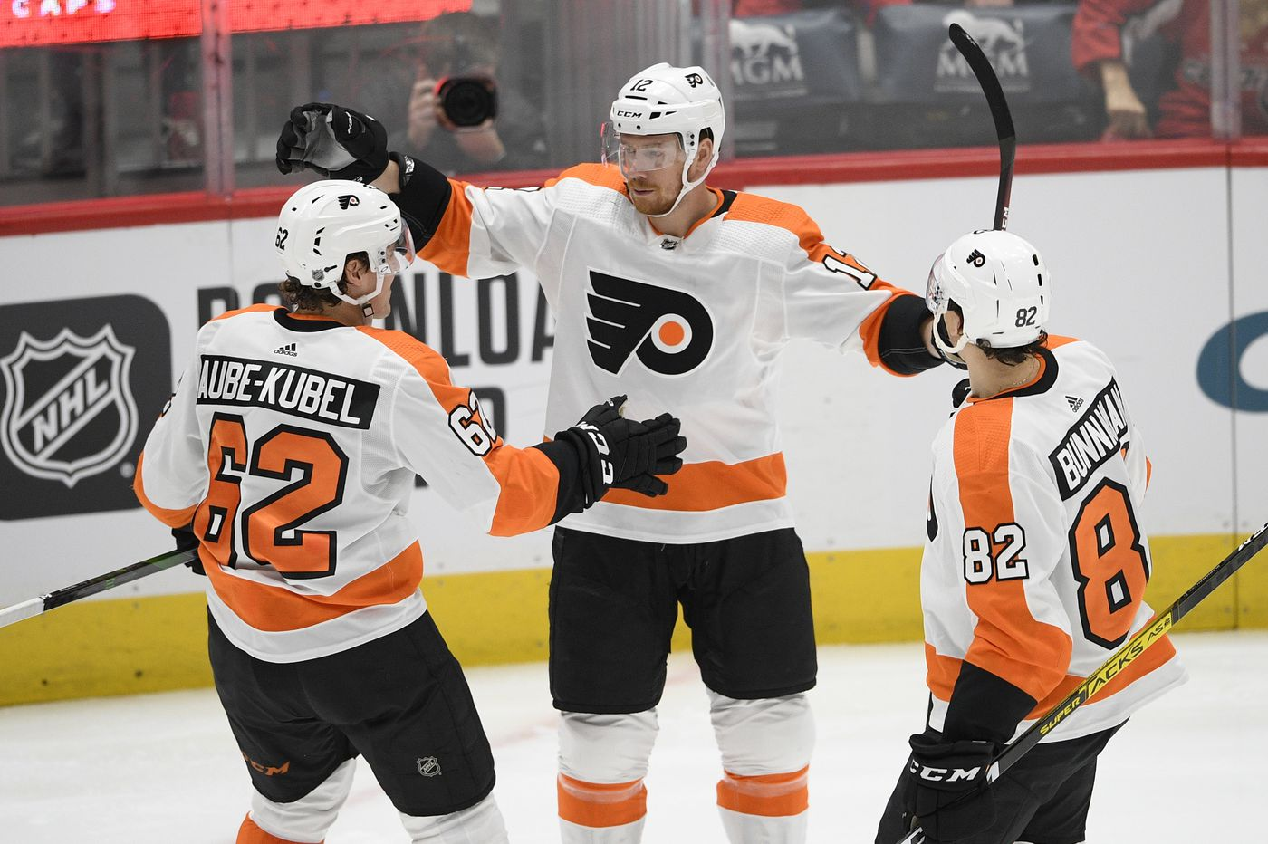 Sean Couturier, Claude Giroux, Nic Aube-Kubel spark Flyers to stunningly easy win over powerful Capitals