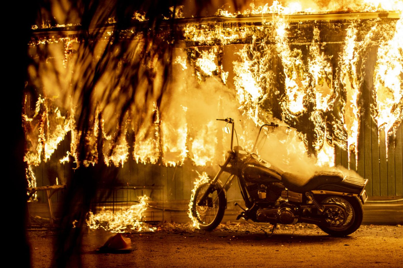 Death toll rises to 25, as 200,000 flee fires in California, the worst in state's history