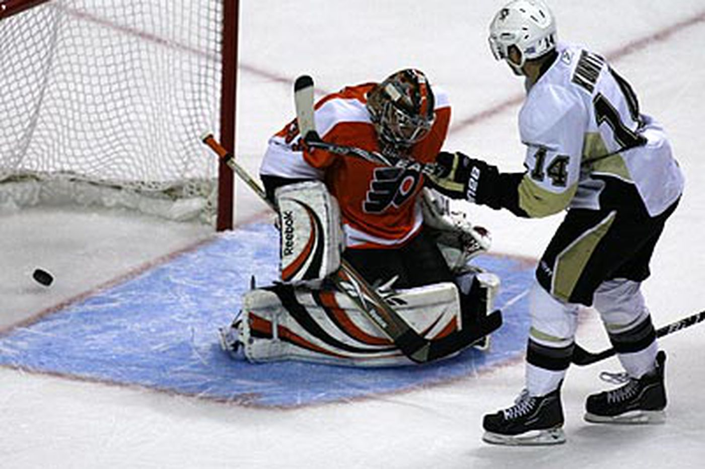 Crosby, Penguins overpower Flyers
