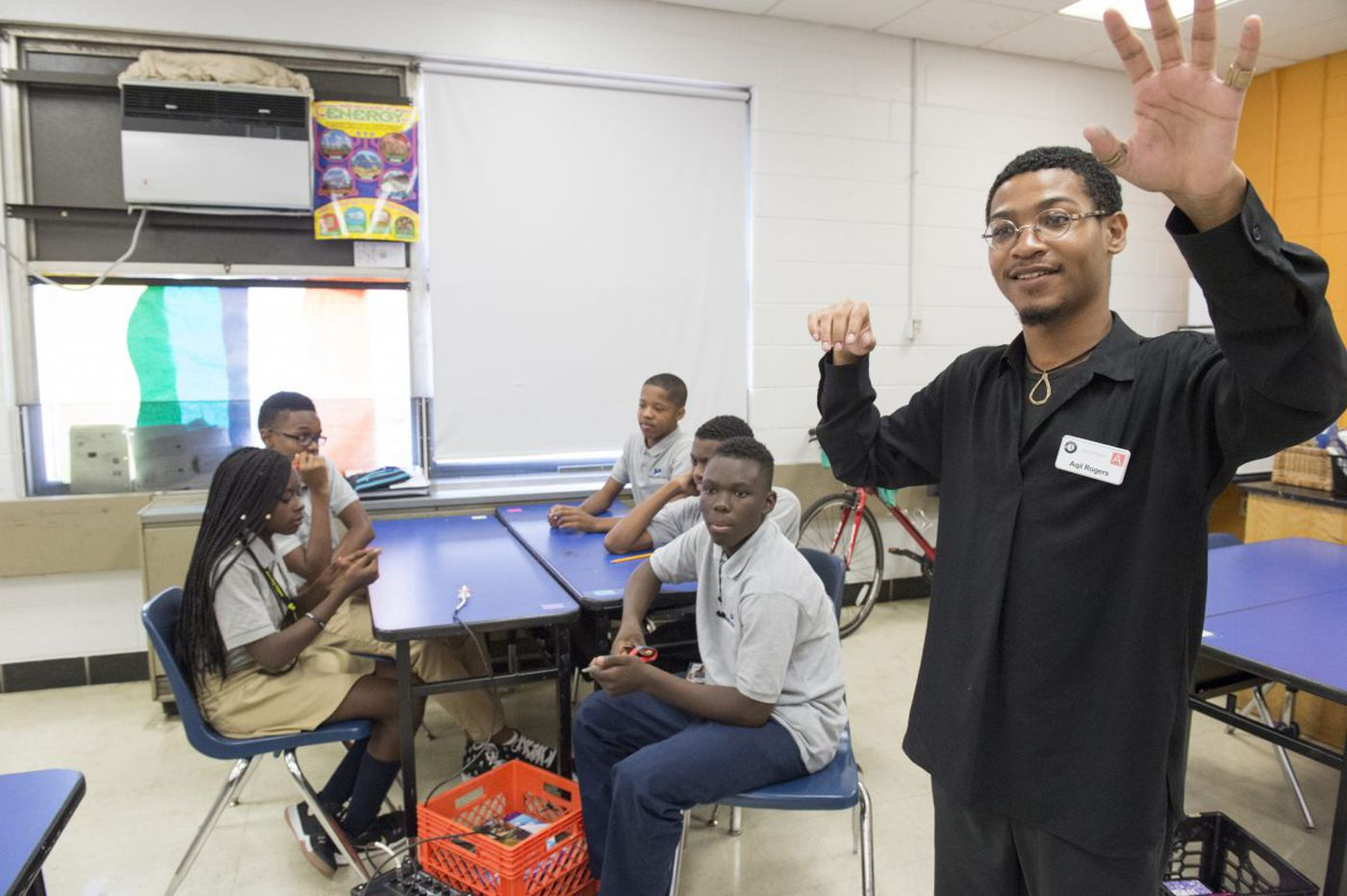 AmeriCorps takes Philly's artist-in-schools program national