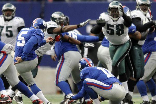 Eagles overcome blocked FGs