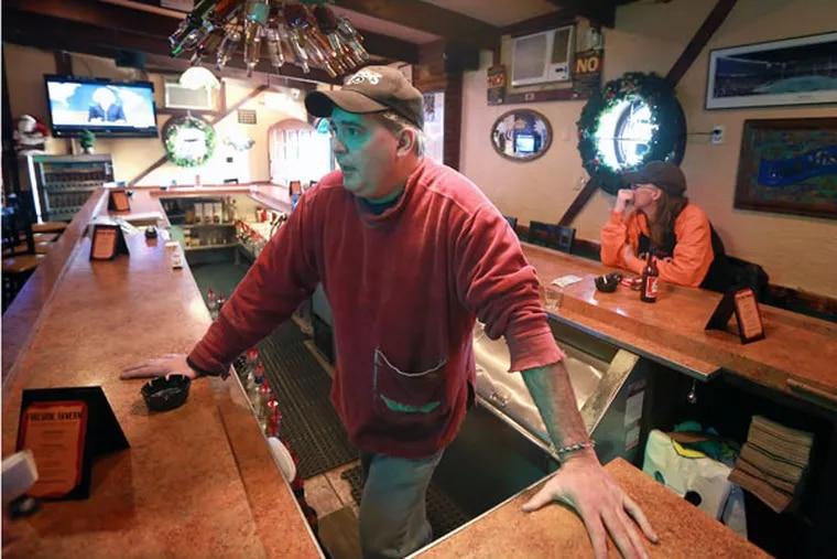 Fireside Tavern bartender Rick Beckstrand reacts to hearing the Pennsylvania Gaming Control Board decision on Philadelphia's second casino license. ( DAVID SWANSON / Staff Photographer )