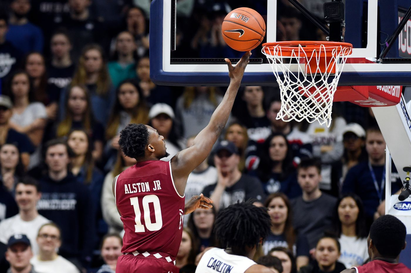 Shizz Alston's career-high 34 points help Temple beat UConn, keep tournament hopes alive