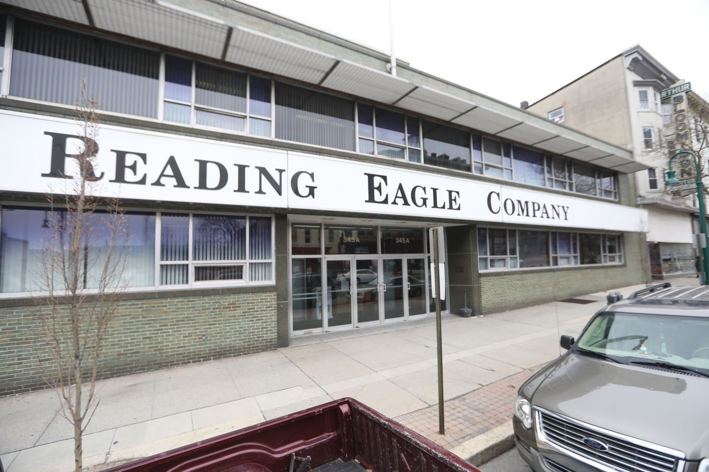 Reading Eagle warns of mass layoff as auction deadline looms