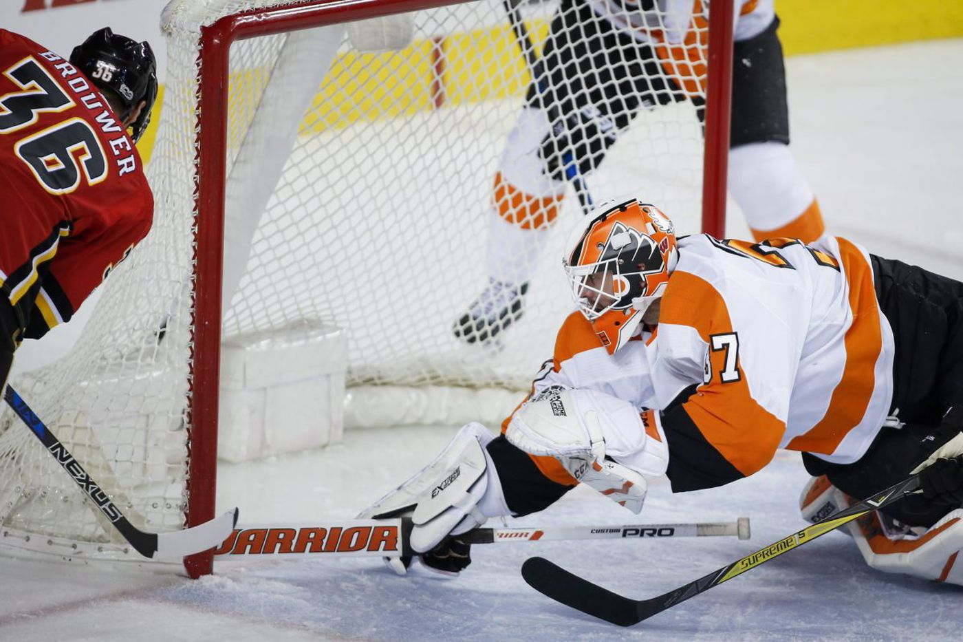 Flyers-Canucks preview: Brian Elliott one win away from No. 200