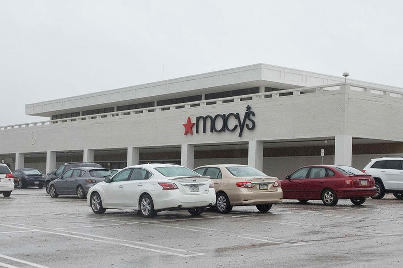 How Macy's and Sears may invite other retailers to take their spaces