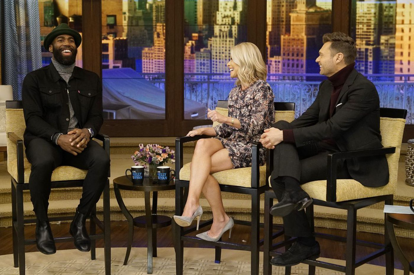 Malcolm Jenkins plays catch with Kelly Ripa, Ryan Seacrest on 'Live with Kelly and Ryan'