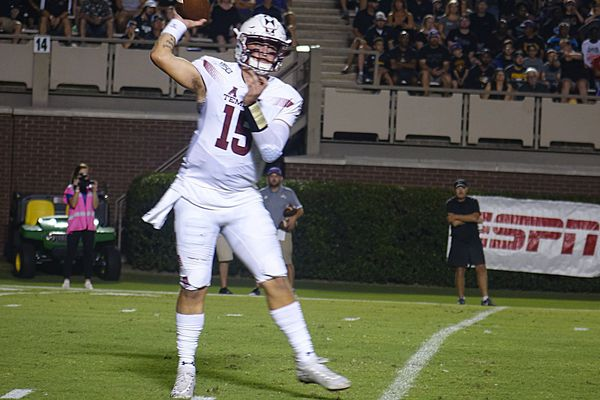 Temple overcomes slow start to beat ECU