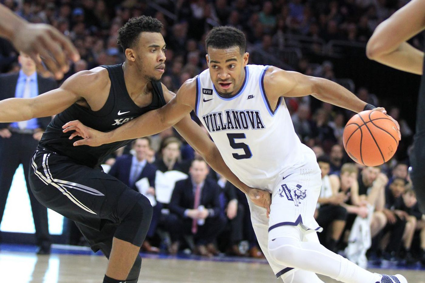 Villanova's Phil Booth out indefinitely with fractured bone in hand