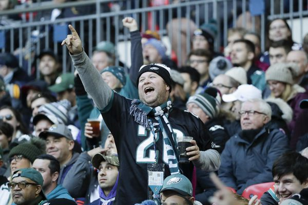 Cheerio! Eagles fans take on London, and is that Carson Wentz or Prince Harry? | Social media roundup